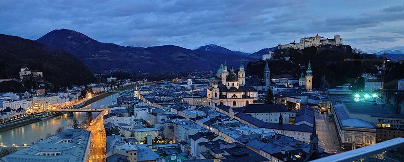 File:Salzburg - Panorama (nachts).jpg