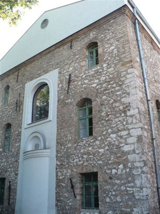 Baščaršija - The Old Synagogue, today the Jewish Museum of Bosnia and Herzegovina, was the first Sephardi temple in Sarajevo, built between 1581-87.