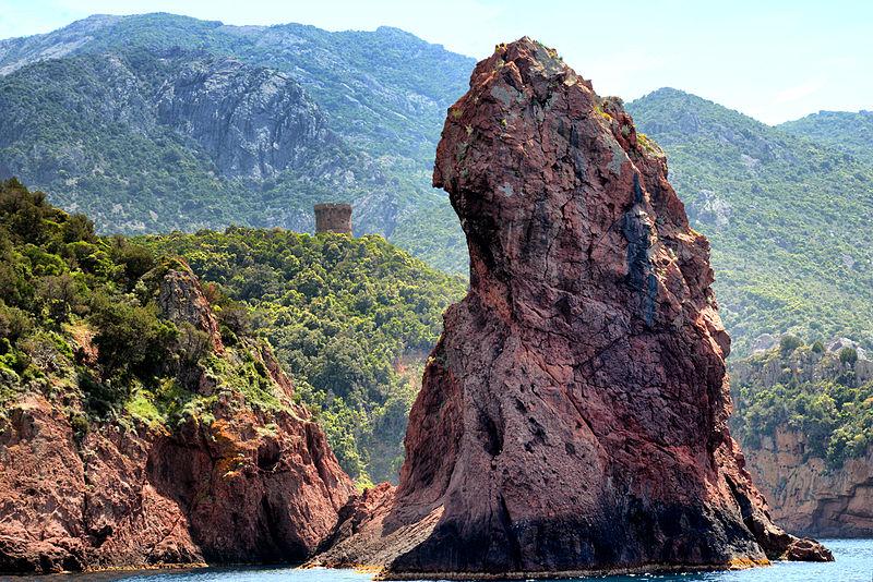 Fichier:Scandola rocher et tour d'Elbo.jpg