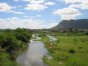 Rio Pajeú ao cruzar Serra Talhada.