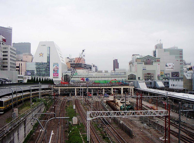 http://upload.wikimedia.org/wikipedia/commons/thumb/a/a2/Shinjuku_southview200505.jpg/800px-Shinjuku_southview200505.jpg