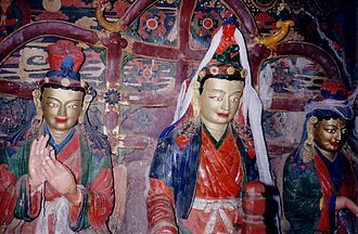 Princess Wencheng - Statues of Songtsän Gampo with Princesses Wencheng and Bhrikuti in Gyantse