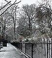 Square Samuel-de-Champlain (Paris) sous la neige, vu depuis l'avenue Gambetta 06.jpg