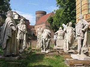 Henry II, Margrave of Brandenburg-Stendal - Statue of Henry (centre), Spandau Citadel