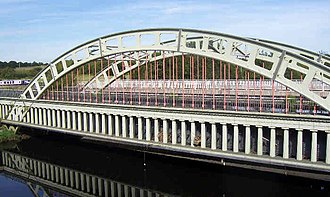 Stanley Ferry Aqueduct, Yorkshire, opened 1839, built in cast iron. A through-arch, but not a tied-arch StanleyFerryAqueductProfile.jpg