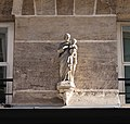 Statue 21 rue Saint-Sulpice, Paris 6e.jpg