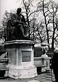 Statue of Edward Jenner in Kensington Gardens, London; an ol Wellcome V0018797.jpg