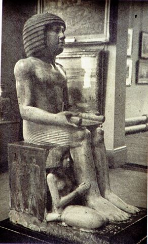 The controversial disposal by sale of the statue of Sekhemka has caused problems for Northampton Museum & Art Gallery. (Image of the statue on display c.1950s - uploaded by Bibilovski, 2012)