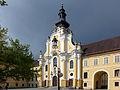 Stift Rein - Stiftshof mit Basilika.JPG