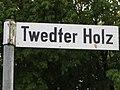 Straßenschild Twedter Holz, Bild 02.JPG