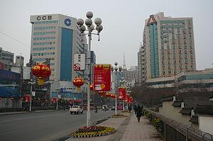 Jiangyang District - Image: Straßenszene in Luzhou