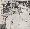 Sukarno and Jack Lynch in a car, Presiden Soekarno di Amerika Serikat, p58.jpg