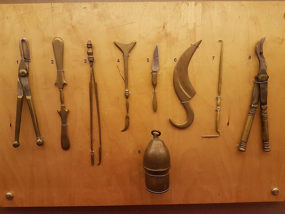 Surgical tools, 5th century BC, Greece (reconstruction)