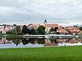 Týn nad Vltavou - kostel přes řeku.jpg