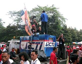 RCTI - RCTI news crew in Gelora Bung Karno Stadium Jakarta, reporting the 2010 AFF Suzuki Cup match.