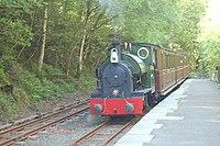 Talyllyn train entering Abergynolwyn - geograph.org.uk - 801263.jpg