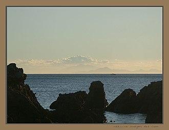 Te Raekaihau Point - Te Raekaihau Point rock pools looking toward Te Waipounamu mountains