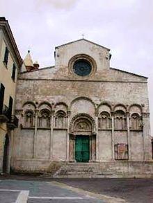 La Cattedrale nel cuore del borgo