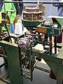Textielmuseum Breien Rondbreimachine 2.jpg
