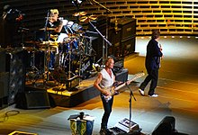 Sting con i The Police durante un concerto al Madison Square Garden di New York