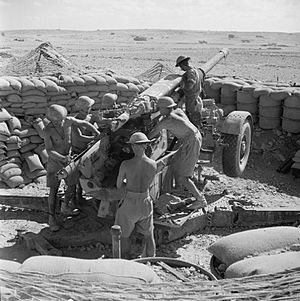 89th (Cinque Ports) Heavy Anti-Aircraft Regiment, Royal Artillery - Gunners cleaning a 3.7-inch anti-aircraft gun near Tobruk, 19 August 1941.