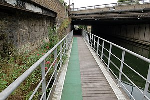 Limehouse Cut - Image: The Cut Floating Towpath