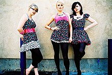 Description de l'image The Pipettes at South By South West photographed by Kris Krug.jpg.