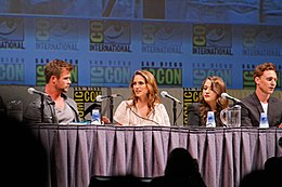 Hemsworth, Portman, Dennings ja Hiddleston 2010. aasta filmifestivalil San Diego Comic-Con International