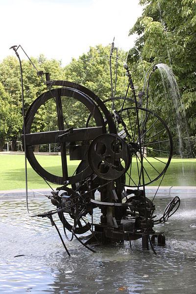 400px-Tinguely-Jo_Siffert_Fountain_Fribourg_Aug_2010.jpg