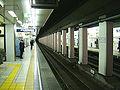 TokyoMetro-H18-Iriya-station-platform.jpg
