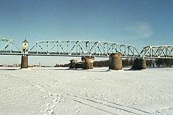 Torne River railway bridge 20130317 001.jpg