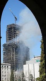 La torre Windsor de Madrid ardió durante días, pero no se derrumbó.