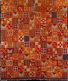 Uncu o poncho Inca. Representación con más de 150 diseños geométricos o tocapus.