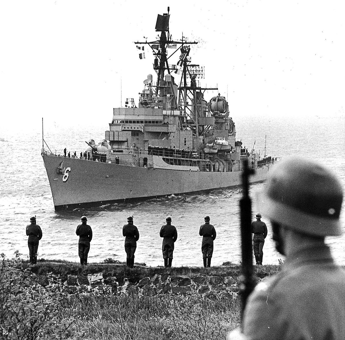 File:USS Farragut (DDG-37) at Toulon 1979.JPEG - Wikimedia