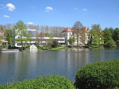 Uhland-Gymnasium Tübingen, Vollansicht 2016.jpg