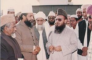 Syed Shujaat Ali Qadri - Prominent Sunni scholars waiting for the arrival of coffin of Syed Shujaat Ali Qadri, February 1993.