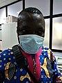 Un béninois protégé par un masque de protection contre la propagation de la pandémie COVID19 au Bénin.jpg