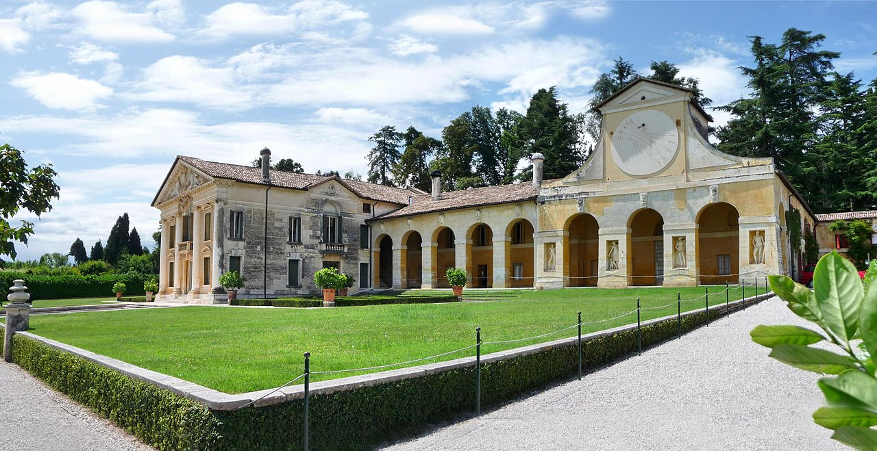 Vendesi Villa Parco Cuma Monteruscello