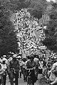 Wandelvierdaagse van Nijmegen wandelaars op Zeven Heuvelenweg, Bestanddeelnr 932-2541.jpg
