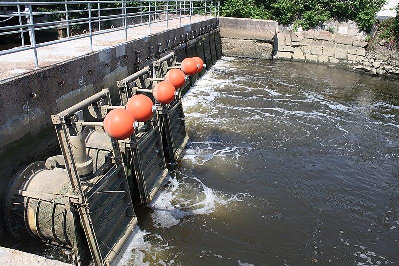 File:West River Tide Gates (14907004435).jpg