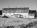 White Barn (11853847986).jpg