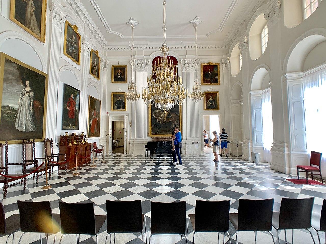 Белый зал в Вилянувском дворце, Варшава, Польша.jpg