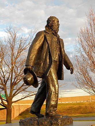 Walt Whitman (Davidson) - Philadelphia statue on Broad Street