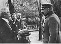 Wizyta Józefa Piłsudskiego w nierozpoznanej miejscowości (22-552).jpg