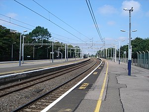 Wolverton railway station - Northward view showing the track curvature.