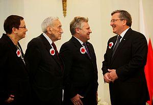 Tadeusz Mazowiecki - T. Mazowiecki with President Bronisław Komorowski, former President Aleksander Kwaśniewski and Minister of Education Katarzyna Hall