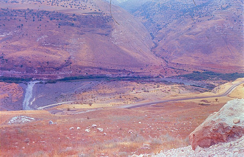 קובץ:Yarmouk River from Israel 1.jpg