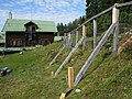 Zaunarbeit im Alpenpflanzengarten 02.jpg