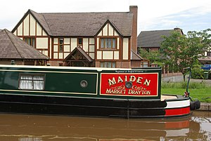 REAL estate home of one's dreams - Maiden smart-looking narrowboat moored modern housing estate on the outskirts of Market Drayton
