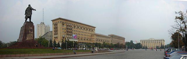 Der Ostteil des Freiheitsplatzes mit Lenin-Denkmal und Hotel Charkiw